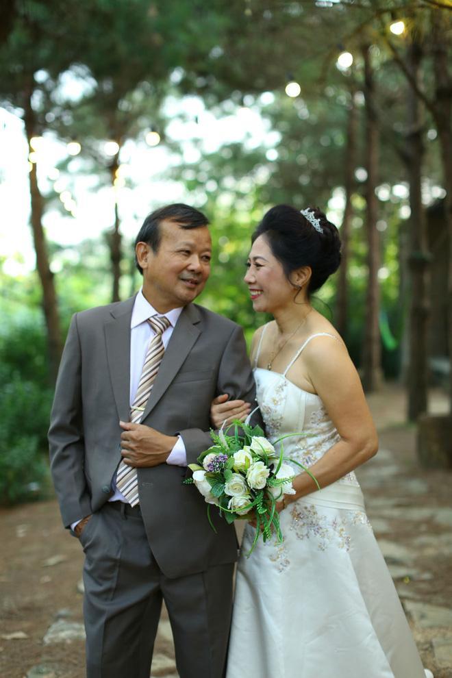 Cả Hà Nội mới có một gia đình yêu tận tim: Ông bà, thông gia cưới cùng cô dâu, chú rể vui như thế này!-7