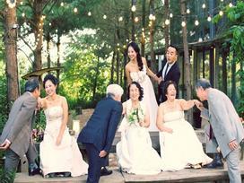 Cả Hà Nội mới có một gia đình 'yêu tận tim': Ông bà, thông gia 'cưới' cùng cô dâu, chú rể vui như thế này!