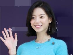 Sao Hàn 9/11: Bà xã Bae Yong Joon rạng rỡ xinh đẹp, khéo léo che bụng bầu