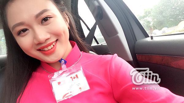 Nữ sinh áo dài hồng vinh dự tặng hoa Thủ tướng Canada là ai?-2