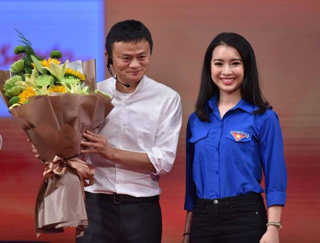 Ngoại hình quyến rũ của Hoa khôi Học viện Ngoại giao - người đối thoại với Jack Ma-1