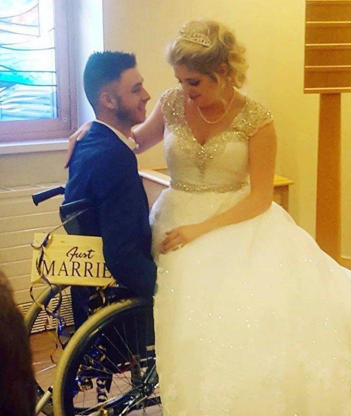 Đám cưới nhớ đời của chú rể bị bác sĩ chẩn đoán sai bệnh-1