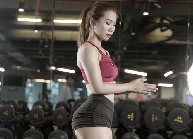 Nữ huấn luyện viên tăng 9 kg vẫn sở hữu vòng eo 59 cm-1