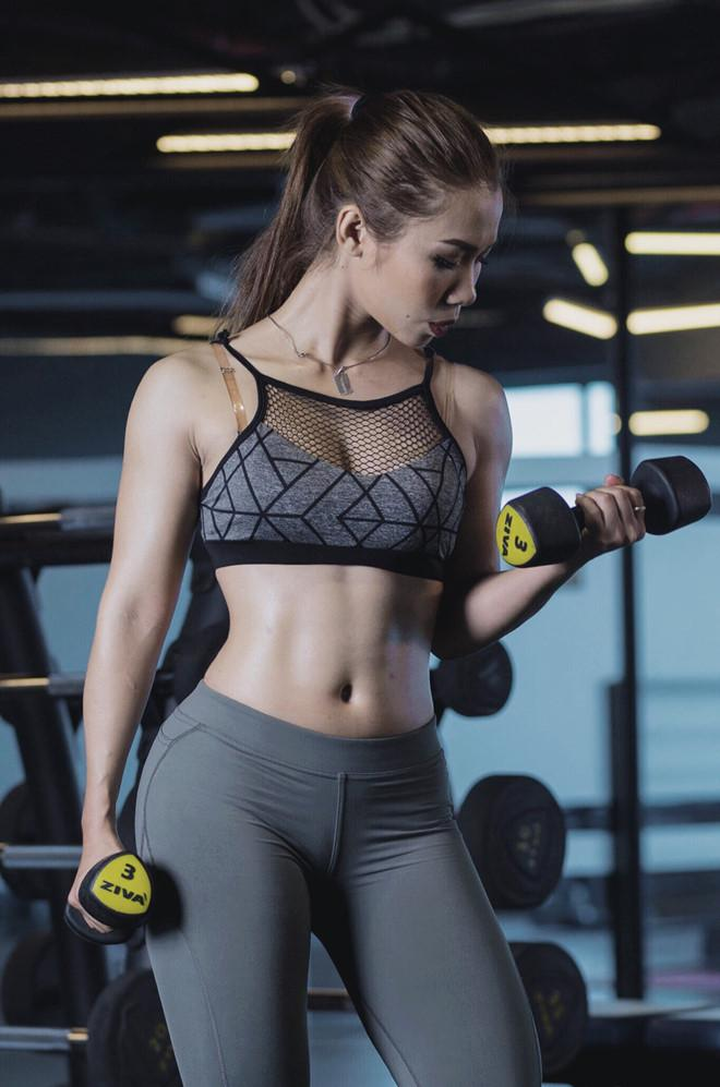 Nữ huấn luyện viên tăng 9 kg vẫn sở hữu vòng eo 59 cm-4