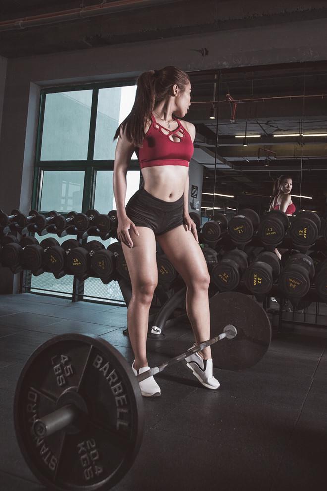 Nữ huấn luyện viên tăng 9 kg vẫn sở hữu vòng eo 59 cm-6