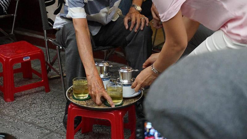 Thủ tướng Canada thưởng thức cà phê sữa vỉa hè Sài Gòn-4