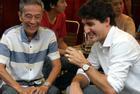 Thủ tướng Canada thưởng thức cà phê sữa vỉa hè Sài Gòn