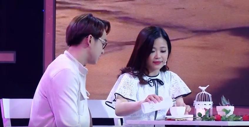 Vì yêu mà đến: Cô sinh viên trường báo tỏ tình thành công, nắm tay Quang Bảo rời khỏi chương trình-7