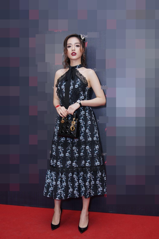 Mặc giống Hoàng Ku, Quỳnh Anh Shyn, Kỳ Duyên đã đành, Khánh Linh còn đụng hàng cả Tiffany-1