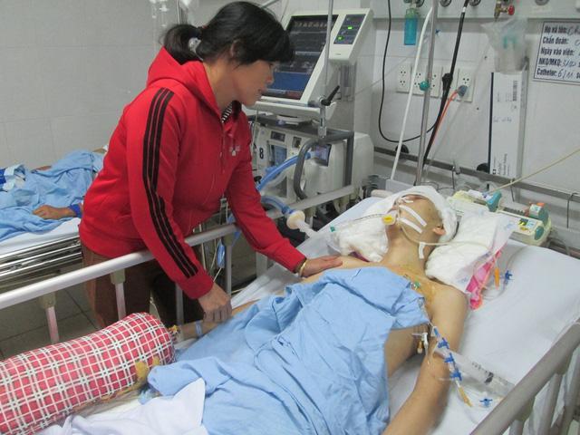 Sự sống lay lắt của chàng trai 18 tuổi bị chấn thương sọ não khi về nhà giúp mẹ gặt lúa-1
