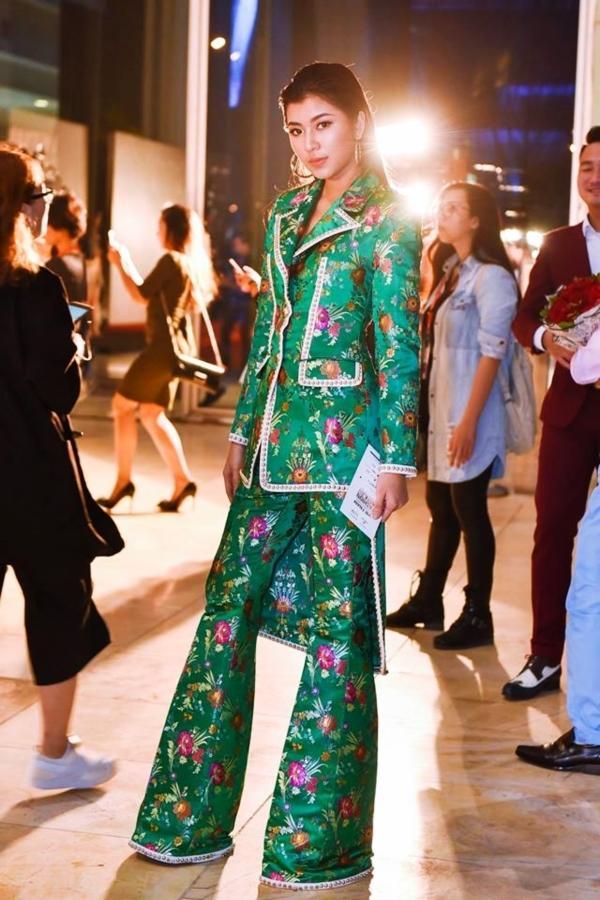 Liên tục mặc đụng hàng , thời trang của Đồng Ánh Quỳnh đang bị Chi Pu đồng hóa?-7