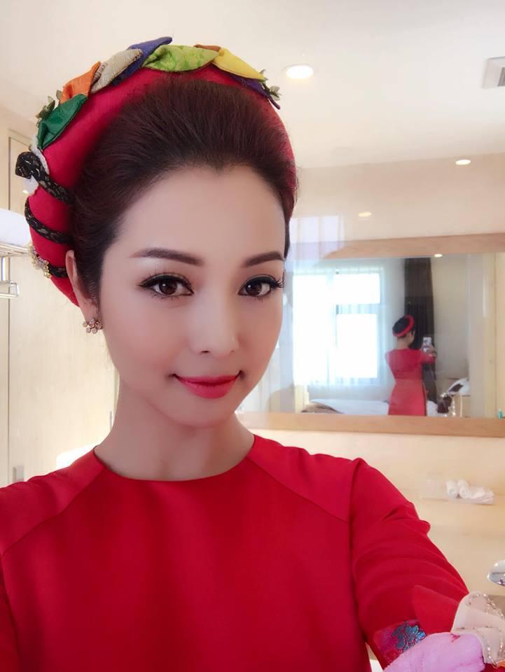 Tin sao Việt 10/11: Lâm Khánh Chi trước thời khắc mặc váy cô dâu vào thánh đường-4