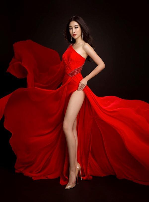 Đỗ Mỹ Linh chọn đầm xẻ tà cao khoe chân dài tại Miss World-1
