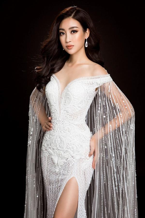 Đỗ Mỹ Linh chọn đầm xẻ tà cao khoe chân dài tại Miss World-4