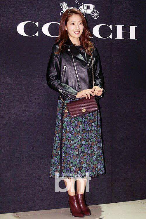 Sao Hàn 11/11: Song Hye Kyo khoe ảnh kỷ niệm tình bạn 20 năm với Ock Joo Hyun-7
