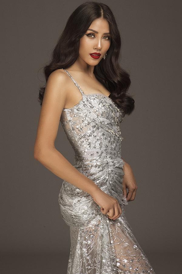 Nguyễn Thị Loan liên tiếp thăng hạng trên các bảng dự đoán Hoa hậu Hoàn vũ 2017-2