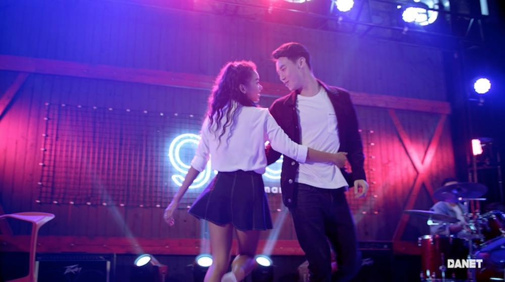 CLB Glee nhí nhảnh khoe giọng trong MV triệu lượt xem Say you do-9