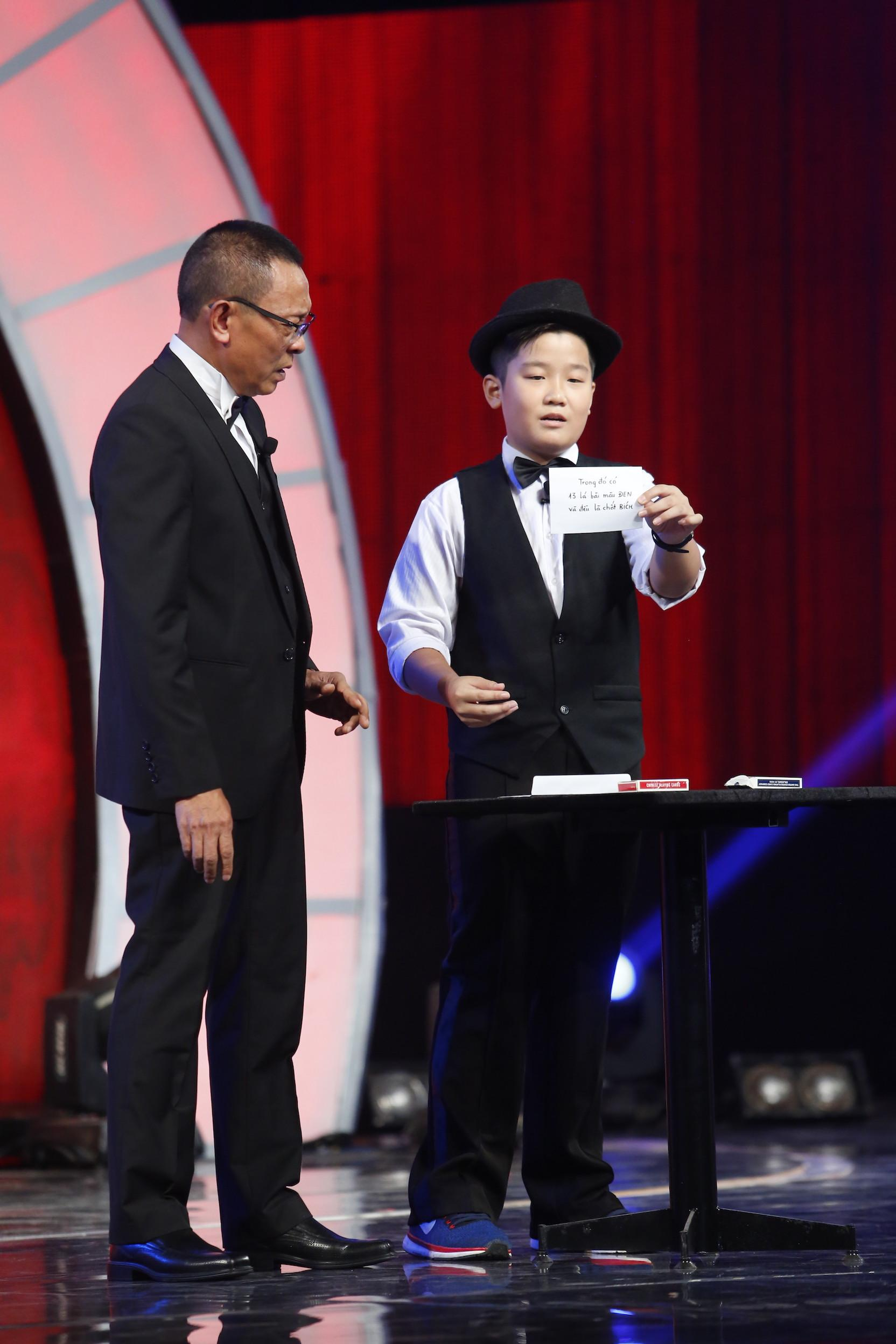 Cậu bé 13 tuổi làm mê hoặc khán giả Mặt trời bé con với màn ảo thuật siêu đỉnh-1