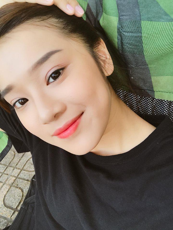 Hot girl - hot boy Việt 12/11: Minh Châu đốn tim fan khi đệm piano hát Đừng ai nhắc về anh ấy-5