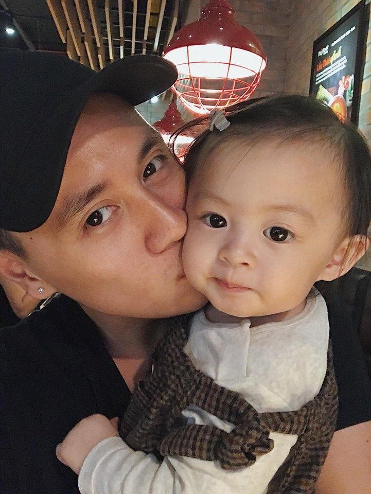 Hot girl - hot boy Việt 12/11: Minh Châu đốn tim fan khi đệm piano hát Đừng ai nhắc về anh ấy-1