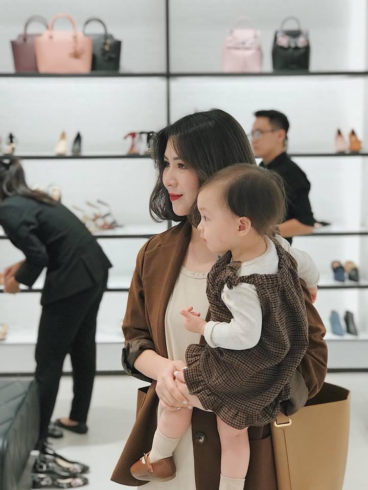 Hot girl - hot boy Việt 12/11: Minh Châu đốn tim fan khi đệm piano hát Đừng ai nhắc về anh ấy-2