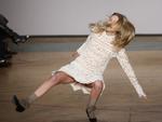 Clip hài: Những cú trượt chân đáng quên trên sàn diễn