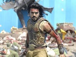 Hollywood cũng phải 'vái lạy' phim Ấn Độ: Cảnh giải cứu ngoạn mục vượt xa sự viễn tưởng