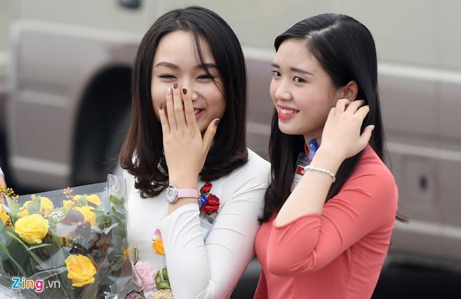 Cô gái tặng hoa cho ông Tập Cận Bình là ai?-5