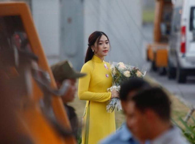 Cô gái tặng hoa cho ông Tập Cận Bình là ai?-6