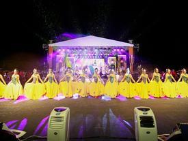 Người Malaysia dầm mưa đón lễ hội ánh sáng lớn nhất năm