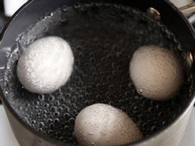 Nếu đang nấu trứng, chị em hãy tránh xa 6 lỗi sai phổ biến này