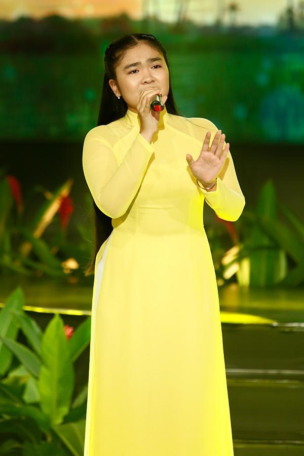 Thiện Nhân ra dáng thiếu nữ, hát tặng Cẩm Ly trong đêm nhạc về thầy cô-1