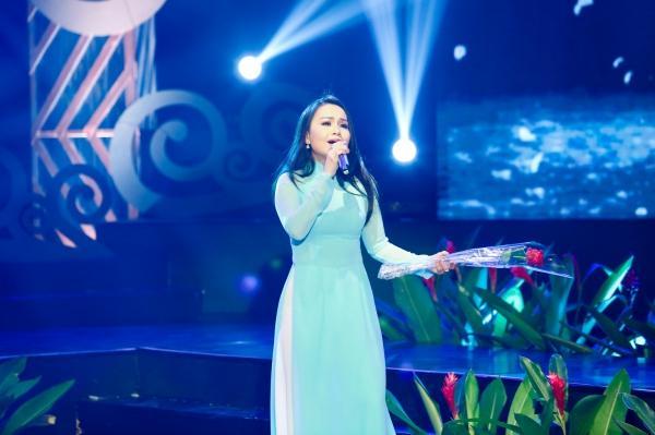 Thiện Nhân ra dáng thiếu nữ, hát tặng Cẩm Ly trong đêm nhạc về thầy cô-2