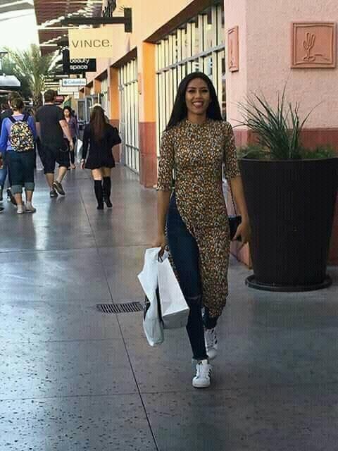 Đi Mỹ thi Miss Universe mà Nguyễn Thị Loan lại mặc áo dài với jeans rách và váy thì sến không tưởng-2