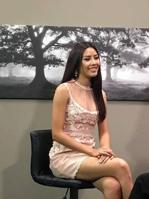 Đi Mỹ thi Miss Universe mà Nguyễn Thị Loan lại mặc áo dài với jeans rách và váy thì sến không tưởng-4