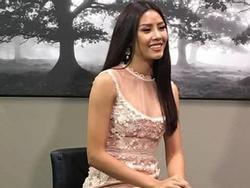 Đi Mỹ thi Miss Universe mà Nguyễn Thị Loan lại mặc áo dài với jeans rách và váy thì 'sến' không tưởng