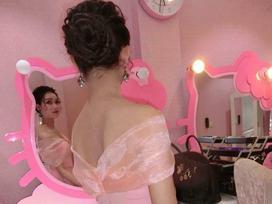 Chuyện tình chỉ có màu hồng theo nghĩa đen của cô nàng cuồng Hello Kitty