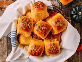 Bánh mì bí đỏ thơm ngon, hấp dẫn cho bữa sáng