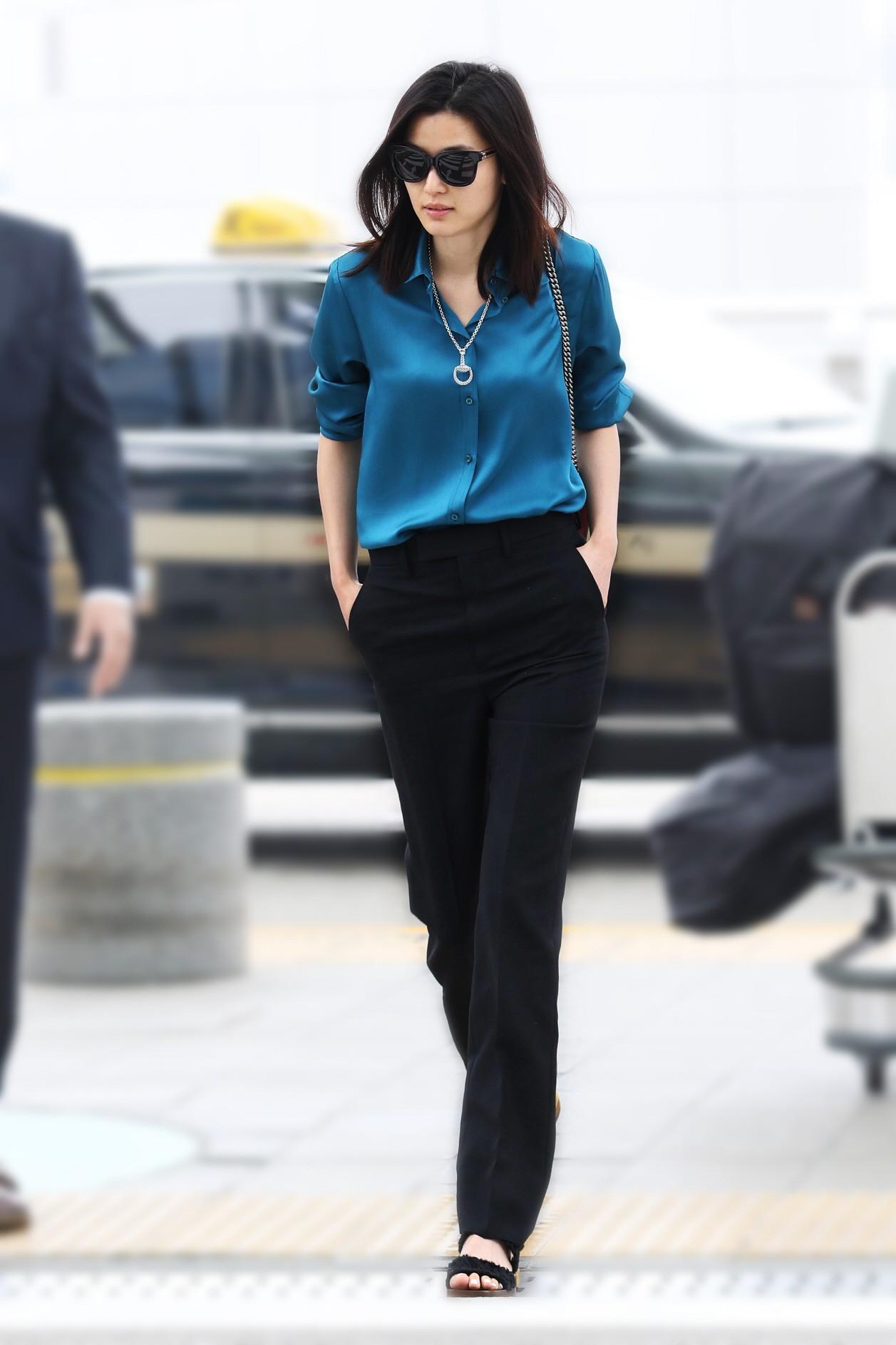 Diện đồ hiệu đẹp hơn cả người mẫu, đó chính là mợ chảnh Jeon Ji Hyun-3