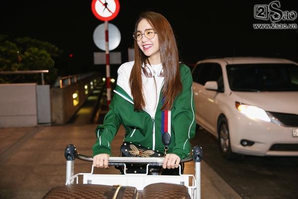 Bay chuyến đêm muộn, Minh Hằng bất ngờ khi có cả fan tí hon ra tiễn-1