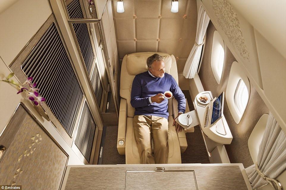Bên trong khoang hạng nhất với không gian riêng cho hành khách-1