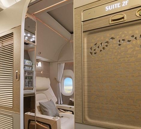 Bên trong khoang hạng nhất với không gian riêng cho hành khách-6
