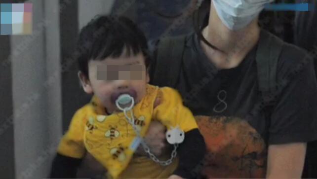 Con trai Angela Baby lộ mặt, cư dân mạng nhận xét giống hệt Huỳnh Hiểu Minh-4