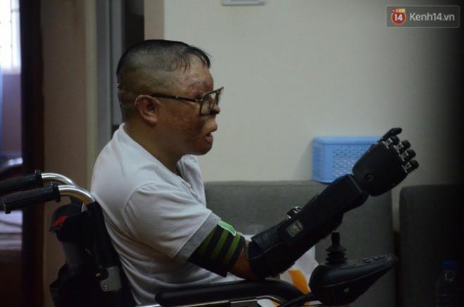 Chiến sĩ duy nhất sống sót sau vụ rơi trực thăng Hòa Lạc nghẹn ngào với đôi tay giả: Tôi vui sướng, hạnh phúc đến quên cả ăn uống-6