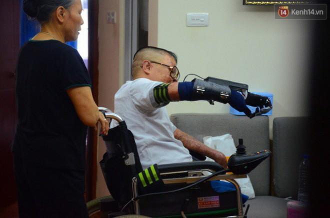 Chiến sĩ duy nhất sống sót sau vụ rơi trực thăng Hòa Lạc nghẹn ngào với đôi tay giả: Tôi vui sướng, hạnh phúc đến quên cả ăn uống-7