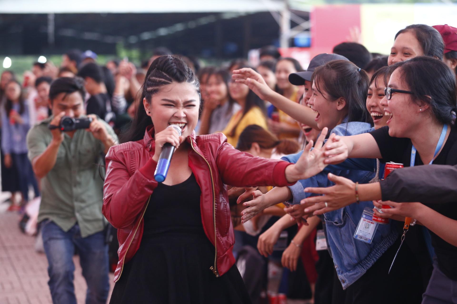 Angela Phương Trinh thừa nhận thích Hữu Vi và hôn anh chàng trước hàng ngàn người-3