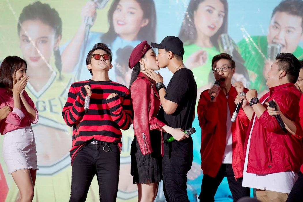 Angela Phương Trinh thừa nhận thích Hữu Vi và hôn anh chàng trước hàng ngàn người-8