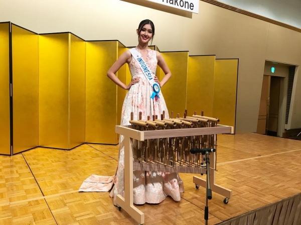 Dung mạo và gu thời trang xuất sắc trong đời thường của tân Hoa hậu Quốc Tế 2017-5