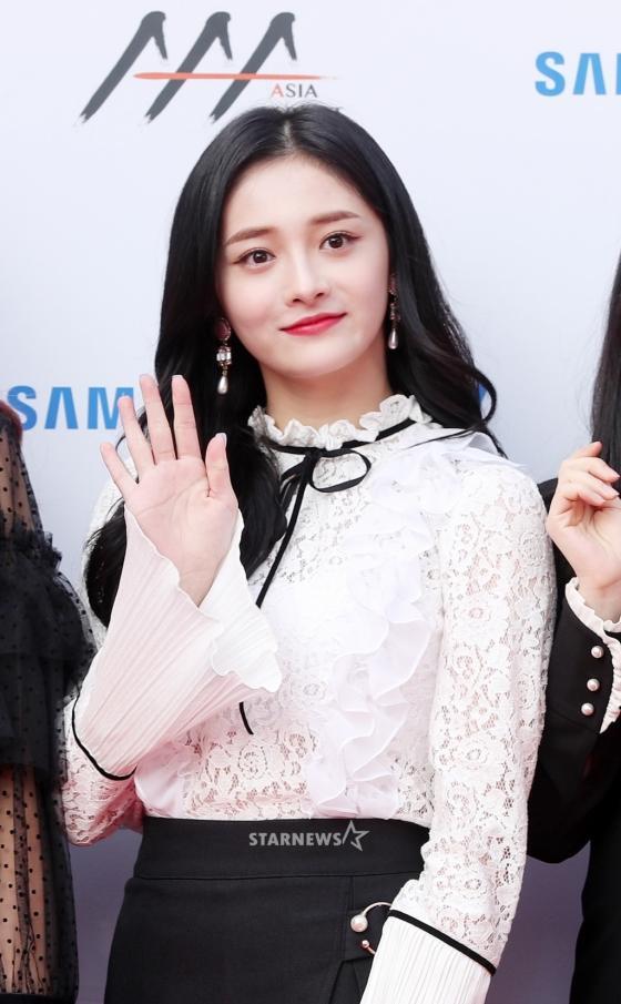 Thảm đỏ Asia Artist Awards: Kim Hee Sun lộng lẫy lấn át dàn mỹ nhân trẻ-13