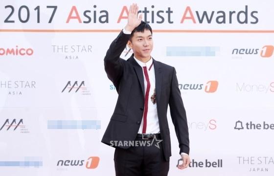 Thảm đỏ Asia Artist Awards: Kim Hee Sun lộng lẫy lấn át dàn mỹ nhân trẻ-2